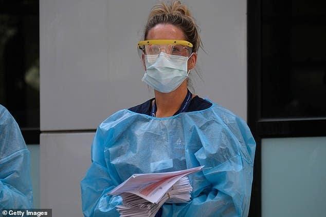 Các thiết bị y tế thiếu thốn khiến việc xét nghiệm cũng nhưđiều trị gặp khó khăn.Ảnh: Daily Mail