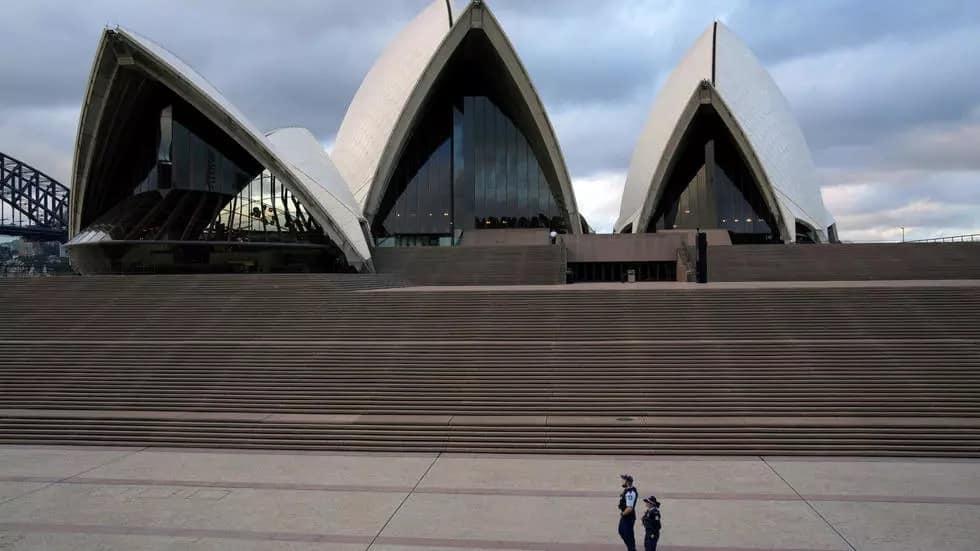 Quang cảnh vắng lặng tạiSydney (Úc)sau khi lệnh hạn chế đi lại được ban hành. (Ảnh: Reuters)