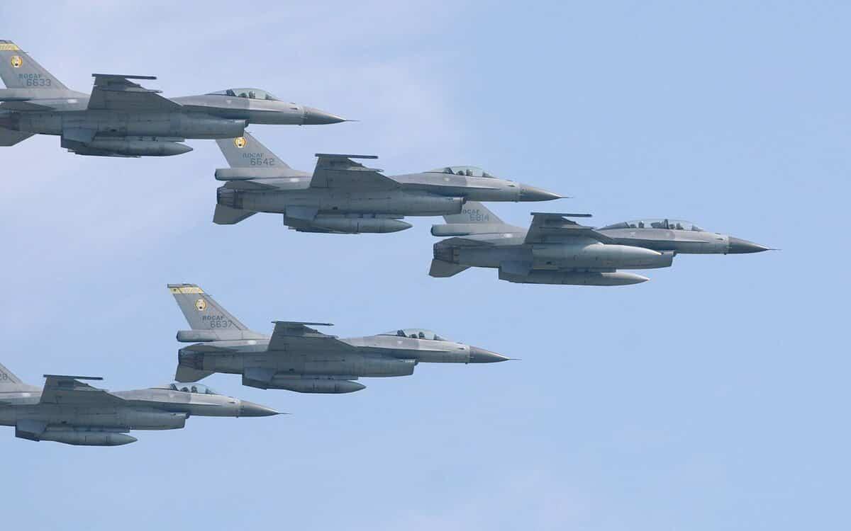 Đài Loan điều chiến đấu cơ ép máy bay Trung Quốc phải rút lui