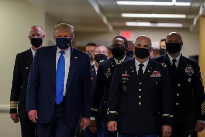 ong Trump deo khau trang anh 1
