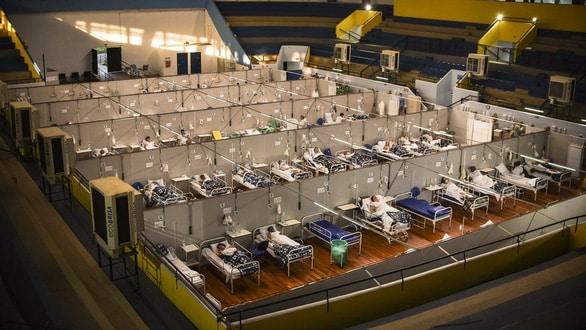 Brazil vượt mốc 2 triệu ca COVID-19, không đủ quan tài chôn người chết - Ảnh 4.